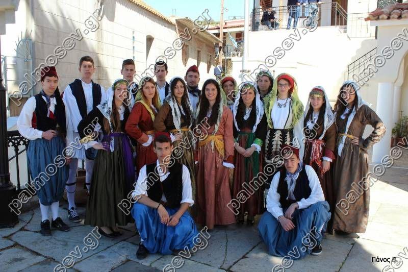 7408eb311ed Μπορεί λοιπόν να φαίνονται κάποια ρούχα ντεμοντέ, αλλά το ελληνικό  παραδοσιακό ντύσιμο στη Λίμνη, δεν έχει αντιπάλους, ούτε στους μεγαλύτερους  οίκους μόδας.