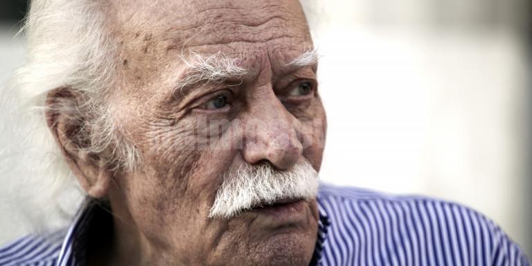 Σήμερα η κηδεία του Μανώλη Γλέζου -Μεσίστια η σημαία στο βράχο της Ακρόπολης