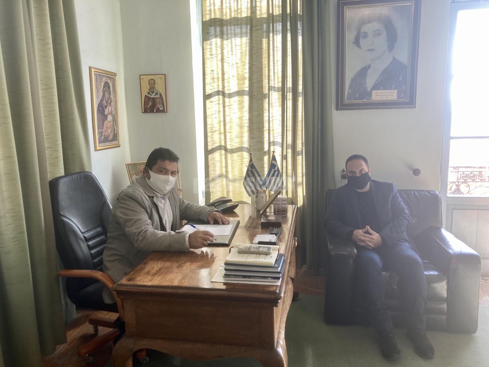 Συνάντηση του Μ. Χατζηγιαννάκη με τον Δήμαρχο Μαντουδίου-Λίμνης-Αγ. Άννας Γ.Τσαπουρνιώτη