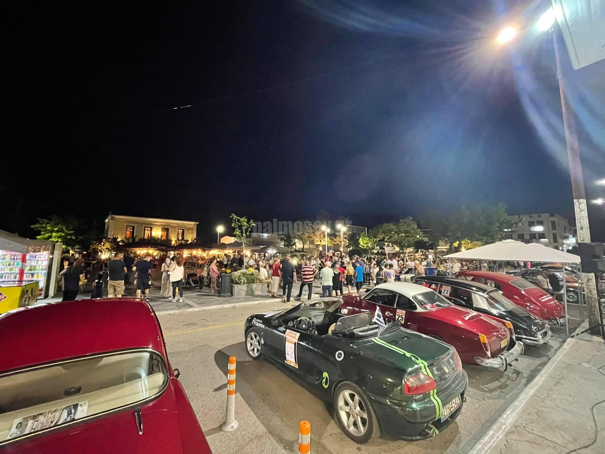 Η Λέσχη Κλασικού Αυτοκινήτου Μακεδονίας στην πλατεία Ιστιαίας