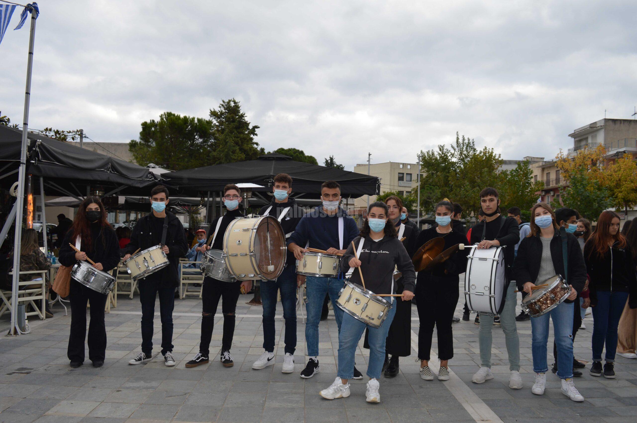 Ζωντάνεψε η πλατεία Ιστιαίας με τον μαθητόκοσμο – Κατάθεση στεφάνων για την 28η Οκτωβρίου[video]