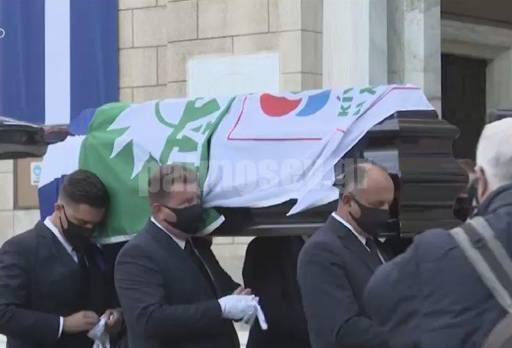 Φώφη Γεννηματά: Με τρεις σημαίες καλυμμένο το φέρετρο της